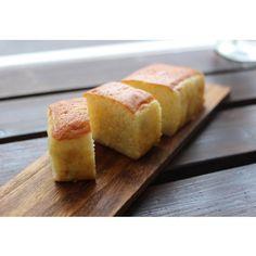お米作りから始まったプロジェクトの集大成。焼酎に似た製法で作るフルーティーなお米の蒸留酒を使い、ロイヤルの60年にわたるブランデーケーキの技法をベースに作り上げたお菓子。そのコンセプトと、焼酎ケーキとは違うとてもフルーティーで食べやすい和酒ケーキのクオリティーが評価され、2015年の6月のG7ドイツサミットの日本側からのお土産に採用いただきました。