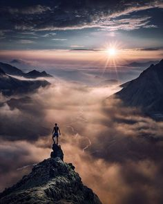 Above the clouds by: @maxrivephotography Visit us on www.mthrworld.com and get our shirts for only 16,99€. Free worldwide shipping! #iceland #abovetheclouds #sunsets #hiking #natureaddict #landscapes #nakedplanet #traveltheworld #travelgram...