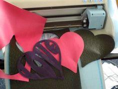 Wildleder und Kunstleder mit dem Plotter schneiden - hobbyplotter.de Silhouette Cameo, Suede Fabric, Felting, Artificial Leather, Silhouette Cameo Projects