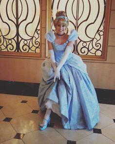 Check out Disney Cosplay at its best! Cinderella And Prince Charming, Disney Princess Cinderella, Disney Princess Dresses, Disney Dresses, Disney Cosplay, Disney Costumes, Cute Cosplay, Cosplay Girls, Disneyland Paris