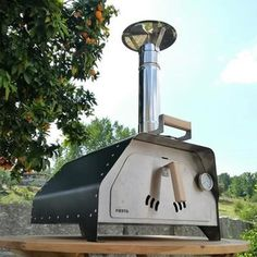 The portable pizza oven Fiesta stainless steel weighs only 22 Kgs fully equipped and ready to make delicious pizzas or roast a chicken, beef or veggies. It's the most portable pizza oven and versatile we've ever made. Small Pizza, Four A Pizza, Wood Fired Oven, Wood Fired Pizza, Barbecue, Portable Pizza Oven, Bbq Store, Wood Pizza, Stoves Cookers