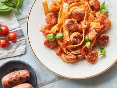 Pappardelle - Rezept mit Salsiccia | Gustinis Feinkost Blog Chicken Wings, Risotto, Food And Drink, Meat, Blog, Italy Food, Italian Recipes, Light Recipes