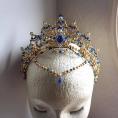 One of our most impressive headpieces! This blue and clear Swarovski professional tiara features Swarovski crystals in different shapes and sizes, a gol. Cute Jewelry, Hair Jewelry, Jewelry Accessories, Geek Jewelry, Jewelry Bracelets, Fashion Jewelry, Wedding Hair Accessories, Magical Jewelry, Crystal Crown