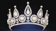 El museo Victoria y Albert de #Londres se llenó de #perlas. En una exposición que recorre la historia de estos adornos apreciados desde los tiempos del Imperio Romano hasta la actualidad.
