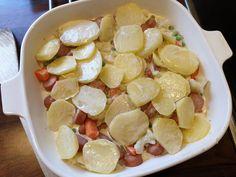 Potet og pølsegrateng - Fra mitt kjøkken Mad, Potatoes, Fruit, Form, Recipes, Potato, Recipies, Ripped Recipes, Cooking Recipes
