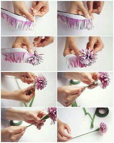 DIY claveles de papel para decorar Crepe Paper Crafts, Crepe Paper Flowers, Paper Roses, Felt Flowers, Diy Flowers, Diy Paper, Cd Crafts, Crafts To Do, Crafty Craft