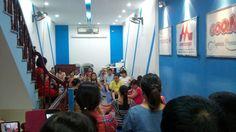Lớp học tiền sản K98 tại Kids PLaza. Các mẹ đang tham gia một số động tác giúp việc sinh nở dễ dàng hơn