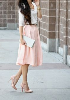 I would wear this in a heartbeat. I need to invest in more solid color heels.