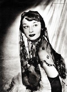 vintagegal: Audrey Hepburn c. 1949