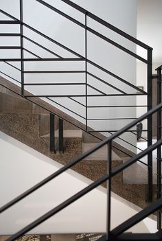 Stunning Art Deco Stair Railing Designs For Modern Home Interior Staircase Design Modern, Stair Railing Design, Modern Stairs, Staircase Handrail, Staircase Ideas, Banisters, Staircases, Escalier Design, Steel Stairs