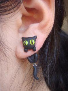 Brincos de gatos pretos...