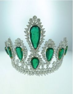 Emerald  Diamond Tiara convertible to a necklace, 180.28 carats of High Quality Emeralds 175.81 carats Diamonds Mounted in Platinum. Bijan  Co. Inc. Traders of large, fine  rare gems, diamonds  jewelry. WWW.JEWELRY4MILLIONAIRES.COM