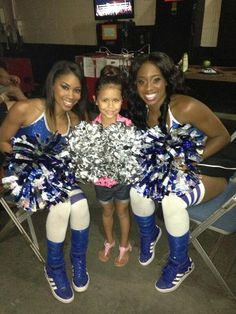 Cameron (Ariane Andrew) & Naomi (Trinity McCray) posing with the daughter JoJo of Roman Reigns (Joe Anoa'i)