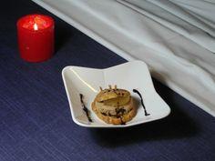 Profiterol de boletus con micuit casero, compota de manzana, salsa de PX al cacao y dulce de moras silvestres.