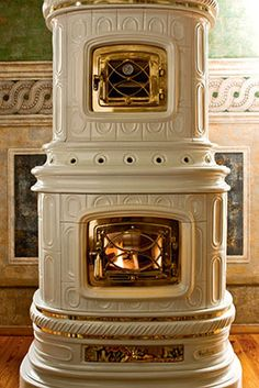 Viennese , Ceramic Wood Burning Stoves by Sergio Leoni Wood Burner Stove, Wood Stoves, Wood Burning Furnace, Rustic Fireplace Mantels, Fireplaces, Outdoor Wood Furnace, Mini E, Coal Stove, Stove Heater