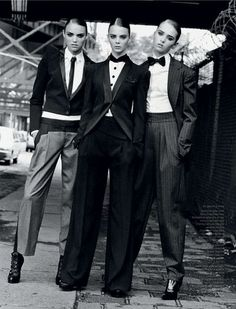 Power Dressing, Professional Dress and Work outfits that inspire. Vogue Cafe Blog - www.lecafevogue.org
