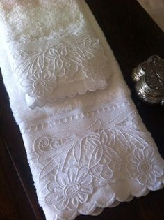 Cutwork Embroidery Edging for Hand Towels Cutwork Embroidery, Sewing Machine Embroidery, White Embroidery, Embroidery Designs, Decorative Hand Towels, Embroidered Towels, Linens And Lace, Heirloom Sewing, Sewing Projects