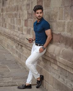 Summer outfit inspiration with white trousers dark brown tassel loafer shoes no show socks navy polo shirt dark brown leather belt watch Stylish Men, Men Casual, Polo Shirt Outfits, Polo Outfit, White Pants Outfit Mens, Polo Shirts, Sneakers Outfit Men, Formal Men Outfit, Men Looks