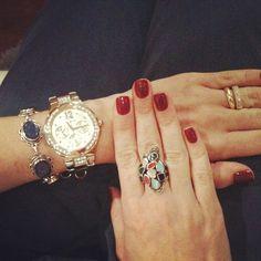 Pulseira + relógio + anel do dia ;)