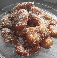 Best Sweet Treats & Desserts from South Africa! Halal Recipes, Tea Recipes, Cookie Recipes, South African Dishes, South African Recipes, Oil For Deep Frying, Custard Powder, Cake Flour, Dry Yeast