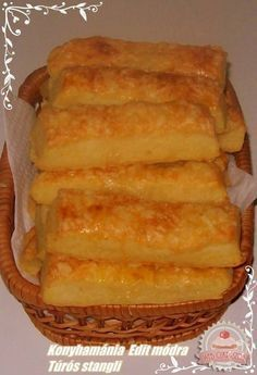A tésztához: 25 dkg liszt 20 dkg vaj 25 dkg túró 2 kávéskanál só A tetejére: Pastry Recipes, Cookie Recipes, Snack Recipes, Dessert Recipes, Snacks, Hungarian Desserts, Hungarian Recipes, Savory Pastry, Biscotti Recipe