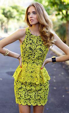 ชุดลูกไม้สีเหลือง Printing, รองเท้า Luiza Barcelos, กระเป๋า Proenza, แว่นตากันแดด Rayban