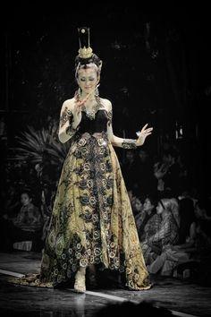 Solo Batik Fashion 2012 by Puguh Widura, via 500px