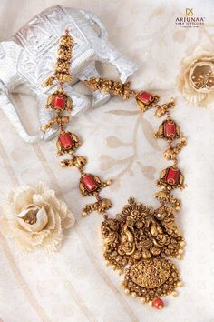 Indian Wedding Jewelry, Bridal Jewellery, Indian Bridal, Gold Jewellery Design, Gold Jewelry, Antique Gold, Antique Jewelry, Collar Necklace, Gold Necklace