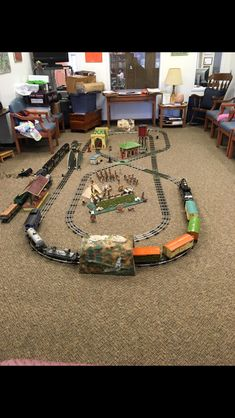 Lionel Trains Layout, Model Trains, Toy Trains, Model Train Layouts, Train Car, Classic Toys, Old Toys, Poker Table, Scale Models