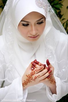 Latest Mehndi Henna Styles for Girls 1 Latest Attractive Party Mehndi Designs 2014 Muslimah Wedding Dress, Muslim Wedding Dresses, Muslim Brides, Muslim Girls, Pakistani Mehndi Designs, Mehandi Designs, Bridal Hijab, Wedding Hijab, Jagua Henna