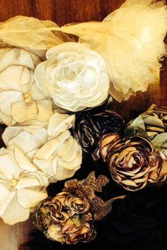 Um momento, o complemento, a flor que te basta! Mars Acessórios - flores delicadas, feitas à mão aqui na Heroína - Alexandre Linhares, hoje!