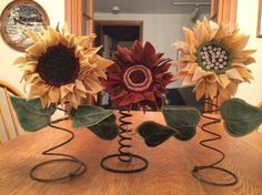 Rusty Bed Springs for Crafts Simple DIY craft tutorial ideas using Vintage Bed Springs. Youll be surprised at how easily old metal bed springs fit into your home decor! Love these sunflowers my sis sent me. Pin by Cyndi Cornwell on Recycle An interactive Bed Spring Crafts, Spring Projects, Spring Art, Fall Crafts, Craft Projects, Easter Crafts, Burlap Crafts, Wire Crafts, Crafts To Do