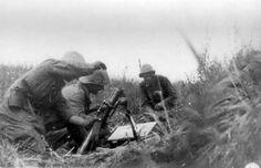 Romanian troops fire mortar shells at Russians