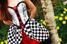 SO CUTE!  It's like Punk Alice In Wonderland :33