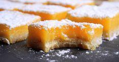 Recept na dokonalé citrónové rezy. Chrumkavé maslové cesto, na ktorom tróni hodvábne jemný citrónový krém. V ktorej sa mieša sladkosť s miernou kyslosťou.