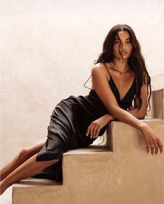 Angels of Victoria's Secret — Shanina Shaik Creative Photoshoot Ideas, Photoshoot Inspiration, High Fashion Poses, High Fashion Shoots, Kreative Portraits, Mode Lookbook, Shanina Shaik, Photographie Portrait Inspiration, Photo Grid