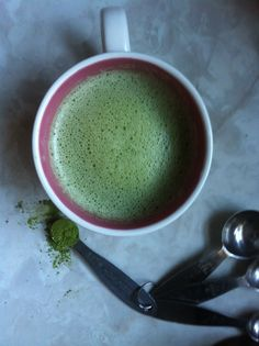 DITCH THE COFFEE AND GO GREEN - Simple Homemade Matcha Latte