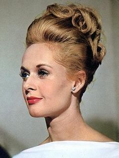 Tippi Hedren, last of the classic Hitchcock leading ladies. Hollywood Icons, Golden Age Of Hollywood, Hollywood Glamour, Hollywood Stars, Vintage Hollywood, Tippi Hedren, Classic Actresses, Beautiful Actresses, Actrices Hollywood