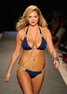 Kate Upton (USA 1992) - model - walking the runway at Miami Beach - 2015 - Shop…