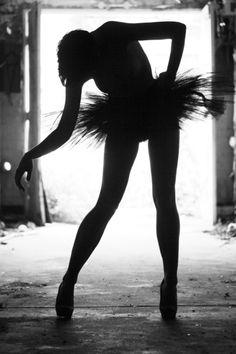 Ik ben met school naar een dans theater geweest. De tentoonstelling was zo spectaculair en erg creatief dat ik er nog een keer heen wil .