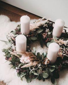 Christmas Advent Wreath, Silver Christmas Decorations, Christmas Mood, Christmas Crafts, Simple Christmas, Deco Table Noel, Navidad Diy, Dollar Store Christmas, 242