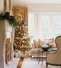 Gold! I LOVE that tree topper. This Christmas scene glimmers with #Christmas Decor| http://my-christmas-decor-styles.blogspot.com