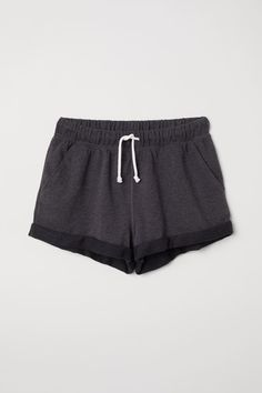 Shop H&M's range of shorts for women online. From casual summer looks to formal work shorts, you'll find cool styles for every occasion. Cute Comfy Outfits, Chill Outfits, Basic Outfits, Sporty Outfits, Fashion Outfits, Curvy Women Fashion, Womens Fashion, Fashion Company, Cute Shirts