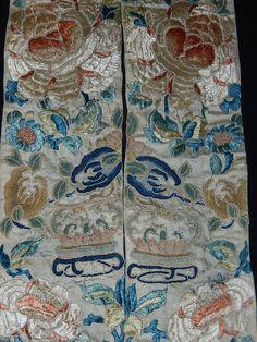 Antike chinesische Seidenstickerei exotische Blumen von abfabs10