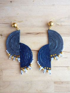 Jewelry Design Earrings, Shell Jewelry, Bead Earrings, Terracotta Jewellery Making, Flower Embroidery Designs, Halloween Crafts For Kids, Handmade Jewelry Designs, Fabric Jewelry, How To Make Earrings