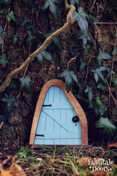 Fairy Door 'Iris' in Blue - Blue Fairy door - Fairy door for tree - Miniature door - Fairy garden - Fairytale door - Tooth Fairy door