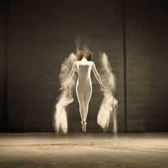 A dancer poses amidst dramatic bursts of white powder in a beautiful photo series by Belgian photographer Jeffrey Vanhoutte. The photos are part of an ad High Speed Photography, Dance Photography, Movement Photography, Inspiring Photography, Creative Photography, Dance Movement, Frozen In Time, Fred Astaire, Photo Series