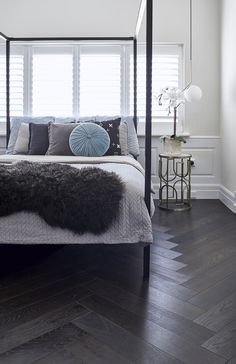 side table Giving this bedroom an extra boost of interest with our Brown Black Herringbone engineered European Oak timber floorboards. Dark Timber Flooring, Engineered Timber Flooring, Ash Flooring, Cheap Bedroom Furniture, Bedroom Decor, Furniture Ideas, Furniture Layout, Furniture Stores, Kitchen Furniture
