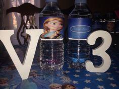 Y Valentina, ha cumplido 3 años! Toda una mujercita, a ella le gusta Anna de frozen, así que todos sus amigos invitados tuvieron una botella de agua personalizada!  Todo hecho a mano!