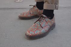 Paisley Doc Martens. I'd never be able to pull them off mind you but they're great nonetheless and I love that someone else would rock them. Vive la différence.